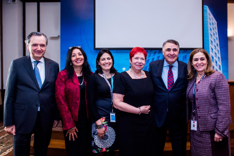 Subsecretario Riveros reconoce a ex presidenta de APROFEX