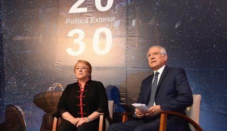"""Canciller presenta libro """"Política Exterior de Chile 2030"""""""