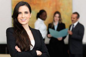 Más allá del techo de cristal: por qué se necesitan mujeres en puestos directivos